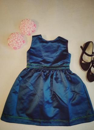 Стильное вечернее коктельное платье изумрудного цвета
