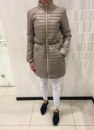 Стёганое пальто демисезонная удлинённая куртка на синтепоне. reserved. размеры с и м.