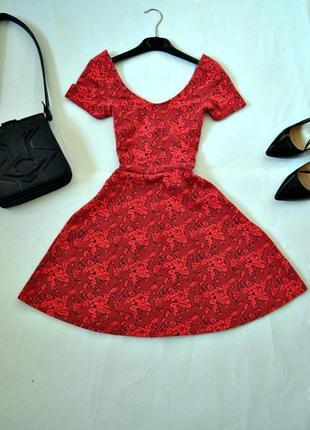 Красивое платье-плотный фактурный трикотаж xs