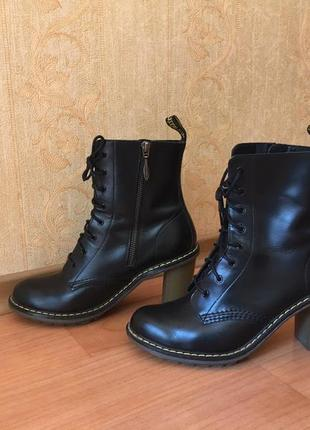 Ботинки на каблуке dr. martens