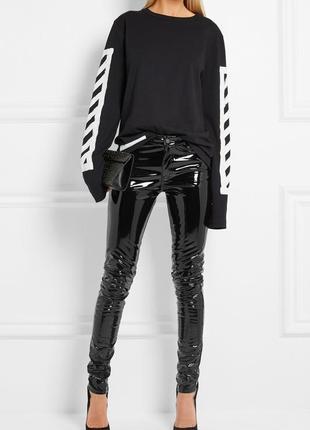 Лаковые брюки черные с высокой талией