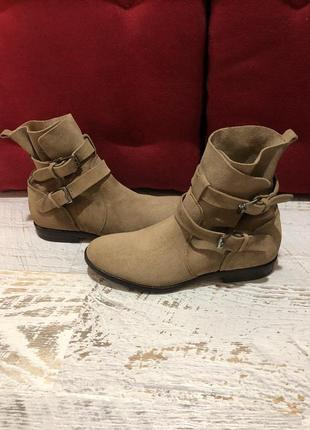 Новые натуральные фирменные ботинки 39р./25 см