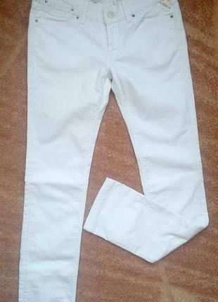 Белые фирменные джинсы replay