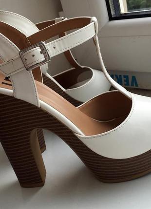 Удобные босоножки на высоком каблуке 13 см