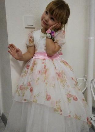 Пышное нарядное платье на девочку