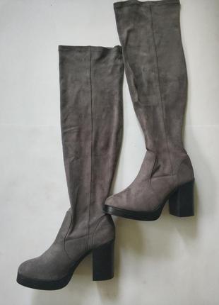 Стильні сірі чоботи-чулки під замш на устойчевім каблуку
