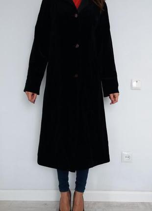Велюровое прямое пальто