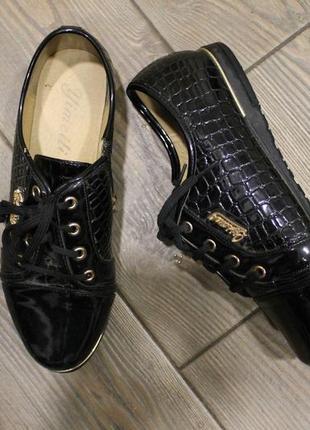 Нарядные лаковые туфли оксфорды на шнуровке