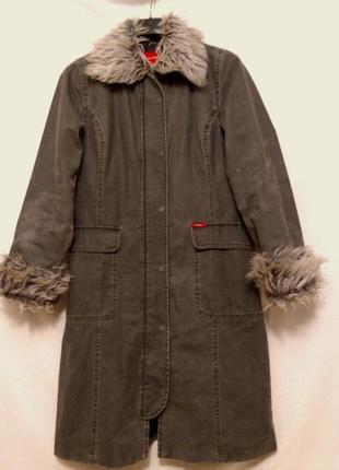 Пальто с мехом, на синтепоне.