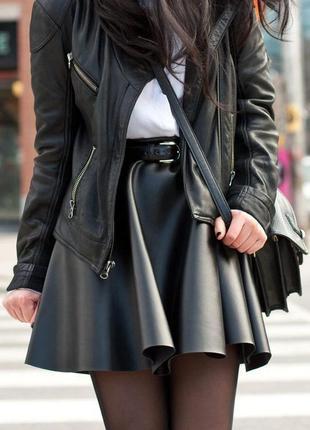 Крутой кожаный прикид/двойка. укороченная куртка кожанка/косуха/лаковая мини юбка/клёш.