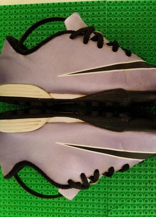 Футзалки сороконожки  бутсы nike р . 35.5 , стелька 22 см состояние хорошее