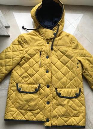 Супер куртка горчичного цвета фирмы pull and bear