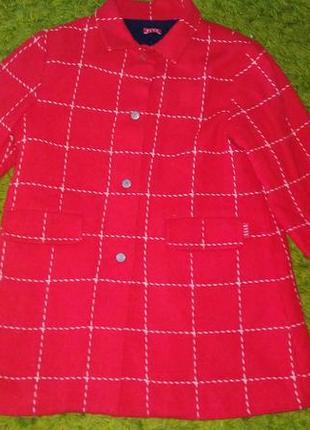 Красное в клеточку пальто