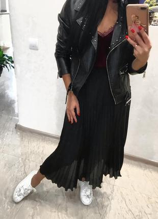 Черная юбка плиссе плиссированная миди