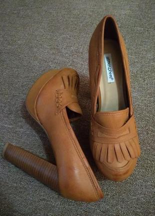 Туфли, туфельки на высоком, устойчивом каблуке atmosphere