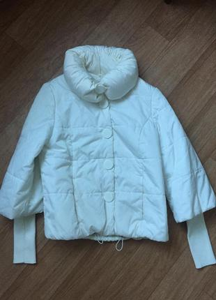 Белая женская куртка lawine