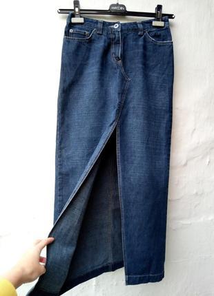 Стильная крутая синяя длинная джинсовая юбка впереди с разрезом,маленький размер.