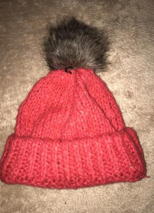 Красная вязанная шапка,шапка с бубоном,зимняя шапка