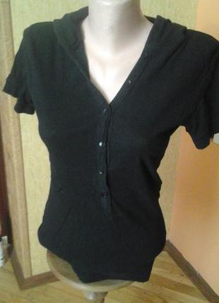 Чорная котоновая футболка фирмы  mossimo