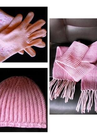 Красивый весенний комплект перчатки шапка шарф