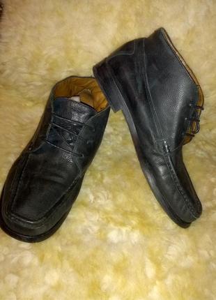 Мягкие кожанные ботинки,39разм,стелька 25см,.clarks..