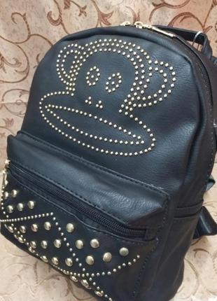 Чёрный прикольный рюкзак с заклёпками и обезьянкой 29*26