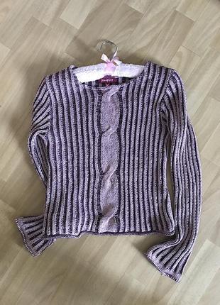 Симпатичный сиренево розовый свитер jennyfer