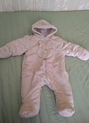 Теплый комбинезон для ребенка.