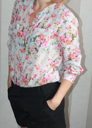 Красивая цветочная блузка