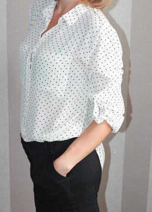 Классная белая блузка в горошек