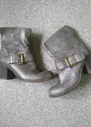 Стильные ботиночки. серебристое напыление.