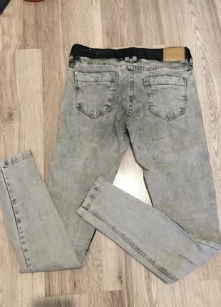 Серые джинсы reserved