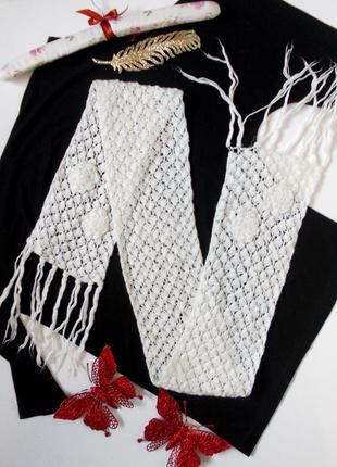 Вязаный белый шарф с фабхромой