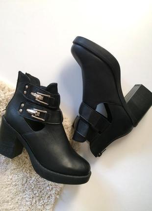 Стильные ботинки на массивном каблуке , чёрные ботильоны.женские осенние ботинки каблуке