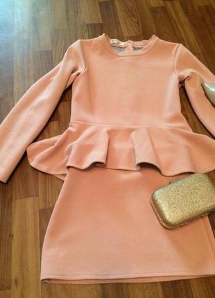 Крутой костюм - кофта с баской и юбка пудрового цвета