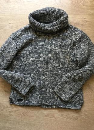 Стильный брендовый свитер из дорогой шерсти