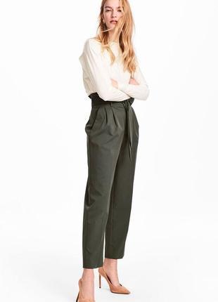 Обнова! брюки штаны высокая талия с поясом хаки оливка зауженные укороченные бренд naf-naf