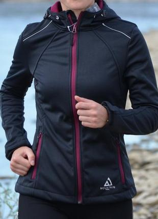Жіноча курточка - вітровка фірми crivit
