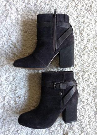 Стильные замшевые ботинки m&s
