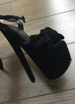 Замшевые босоножки на каблуке giuseppe zanotti