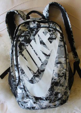 Nike крутой черно-бело-серый рюкзак, много карманов. для школы, универа, для города