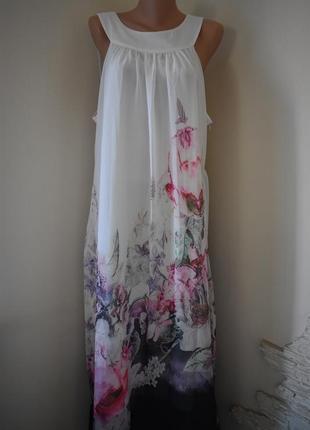 Длинное красивое платье с принтом