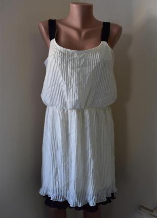 Новое плиссированное платье