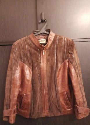 Красивая куртка кожа и нубук