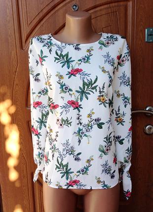 Очень красивая белая блуза с цветочным принтом размер xl,xxl