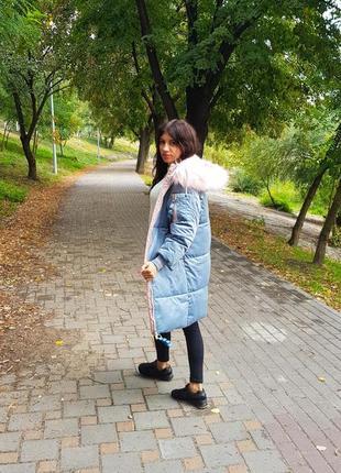 Женская бархатная куртка голубая с капюшоном4 фото