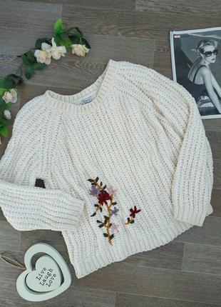 Бежевый вязаный свитер с вышивкой queen