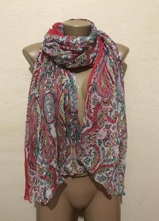 Широкий шарф палантин в яркий принт