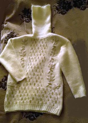 Теплый женский свитер