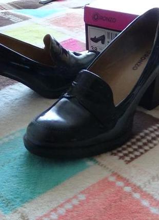 Туфли черно-фиолетовые на 38 размер